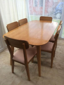 Beautiful Solid Oak Dining Table and Six Matching Chairs (Deliver*)