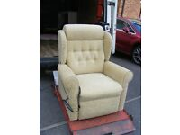 CAN DELIVER - DUAL MOTOR RISER RECLINER CHAIR IN GOOD CONDITION