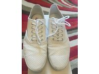 Mens / Boys White Trainers plimsoles