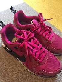 Nike Air Max Trainers Size 3.5 - Hardly Worn