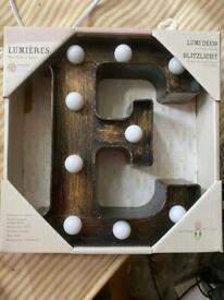 Light up letter E & S
