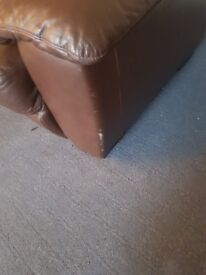 For sale suite 3 seater & chairs