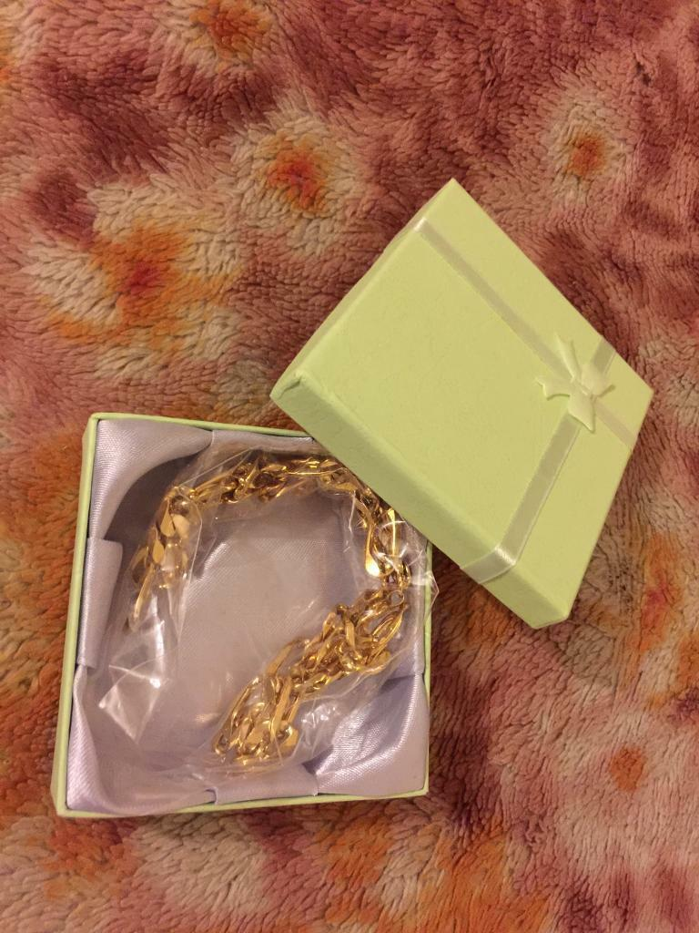 Gold plated men necklacein Dartford, KentGumtree - Lovely and shiny gold plated men necklace. Never used , in mint condition. No marks or scratches whatsoever. Comes with nice box. Grab yourself bargain for two piece jewellery