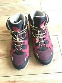 Jack Wolfskin size 4 waterproof walking boots