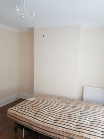 Clean Double Room on Fearnley Street, Watford