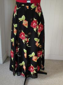 CAVITA collections size 18/20. Beautiful light, flowing floral lined skirt