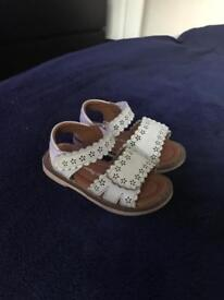 Girls Jojo maman bebè sandals size 5