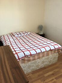 Lovely Double Room. Next to Treaty Shopping Centre. £525 PER MONTH. Bills included. Location TW3 3RB