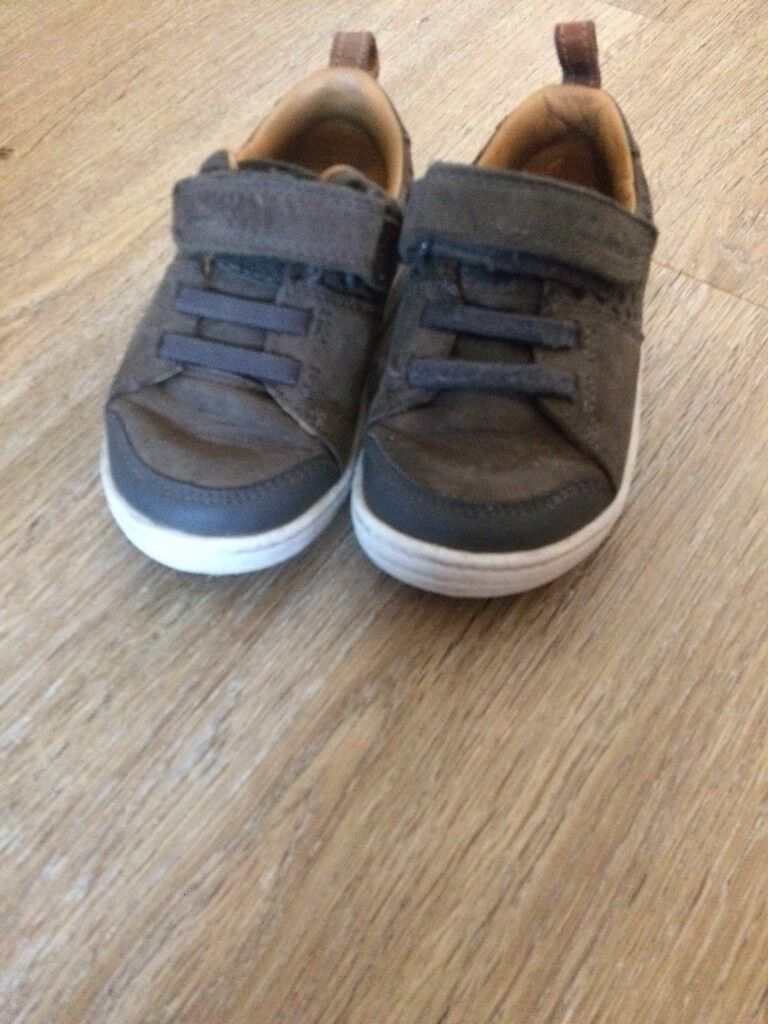 Clark's boys shoes size 5H