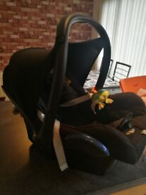2 x Maxi Cosi car seats