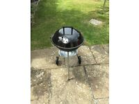 Charcoal kettle barbeque