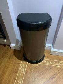 Touch top kitchen bin
