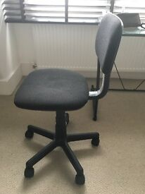 Desk black chair with wheels