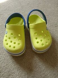 Croc size 6-7 children shoe