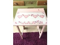 Vintage school table, perfect as a homework table for a girl. Shabby chic!