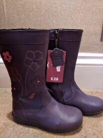 Beautiful girls winter boots size 10