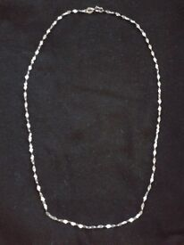 "9CT WHITE GOLD NECKLACE - LENGTH 16"" (42cm) - BRAND NEW IN BOX"