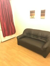 1 bedroom spacious flat authershill close to city centre.