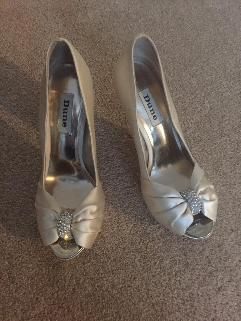 Shoes size 4 dune Ivory cream heels