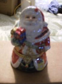 PORCELAIN WIND UP CHRISTMAS MUSIC BOX (Brand New & Boxed)