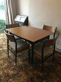 Extendable table x 4 chairs