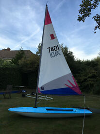 Topper Dinghy, centrally rigged with launching trolley and cover