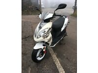 50cc scooter giantco very good condition with full mot & full v5 it is as new