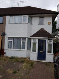 2 BED HOUSE TO LET WITH OWN DRIVE AND GARDEN IN SOUTH RUISLIP