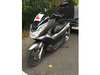 HONDA PCX 125cc 2011 SILVER EXCELLENT CONDITION NEW MOT COMES WITH ORIGINAL HONDA TOP BOX