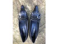 Ladies leather upper pointed court shoes, black (suitable for Halloween!), size 5