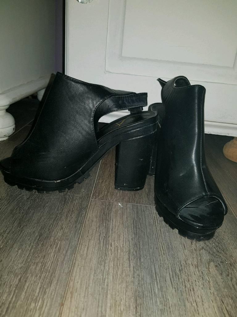 High heels size 4