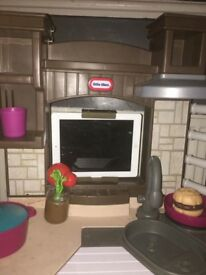 Kids play kitchen!