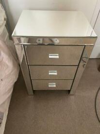 Mirrored drawer set