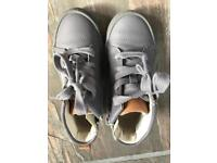 Clarks size 7 1/2 grey ankle boots