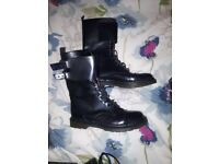 Teen girls black boots. Size 6. New Look.