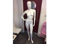 2x female mannequins