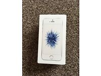 APPLE IPHONE SE 64GB SILVER/WHITE,FACTORY UNLOCKED,GOOD CONDITION COMES BOXED