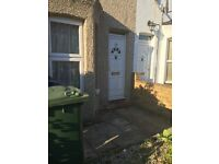 beautifull 2 bedroom terraced house for sale. walking distance to the station