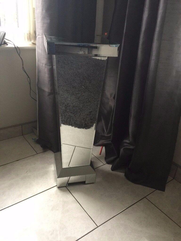 Mirrored Pedestal Stand