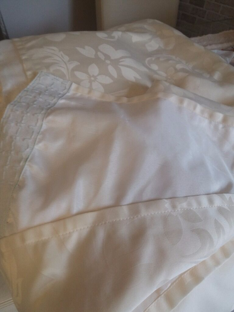 Curtainsin Warrington, CheshireGumtree - Pair of cream curtains 90x90 like new very good condition redecorating so colour wont match and there fully lined