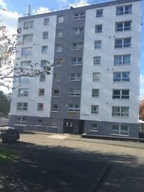 Broomhill unfurnished ,spacious 2 bedroomed flat, secure entry,lift .£575pcm