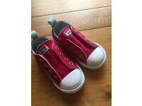 Young girls laceless Converse