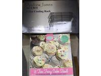 CupCake and 3 tier cupcake cooking tray