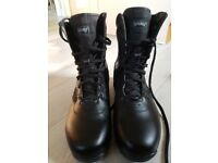 Magnum Panther 8.0 boots size uk 11. Only worn Once.