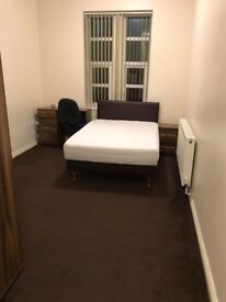 En-suite luxurious room to rent-10 min from Huddersfield university and town centre