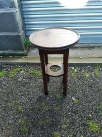 Round occasional table with lid top