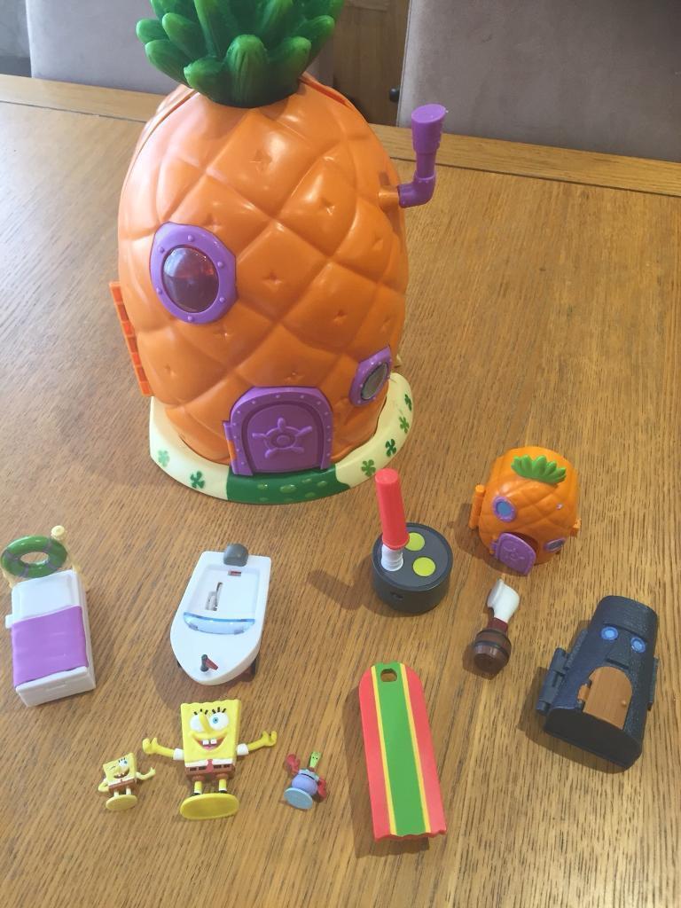 Sponge bob square pants house and accessories