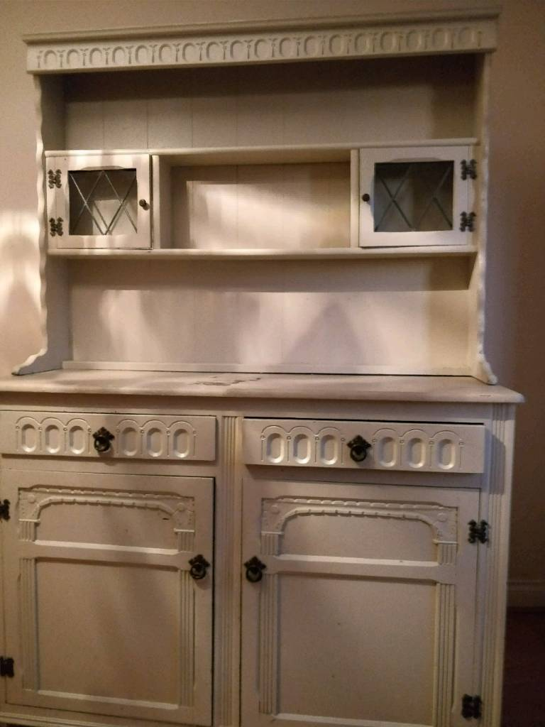 Antique / shabby chic dresser