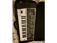 Roland Gaia SH-01 + Case