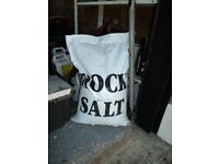 ROCK SALT (WHITE). FOR USE AS DE-ICER FOR ROADS AND PATHS.